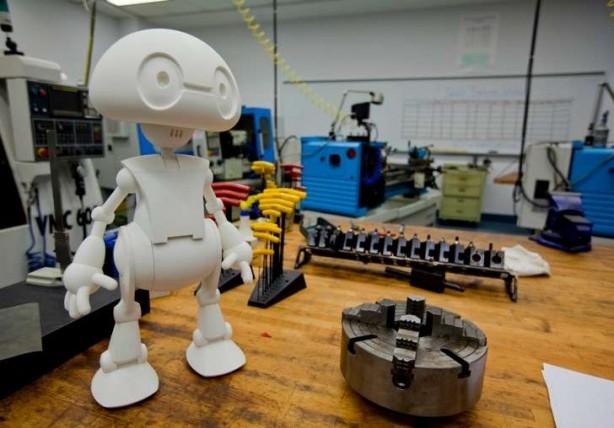 می توان جیمی را شخصی سازی کرد و به آن هوش مصنوعی داد، البته نه با گرفتن دکترای رباتیک، بلکه با دانلود اپها!