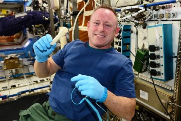 ناسا یک آچار را به ایستگاه فضایی بینالمللی ایمیل کرد!